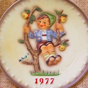 Hummel annual plate, 1977.
